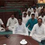 मध्यप्रदेश कांग्रेस के विधायको ने त्यागा अन्न-जल