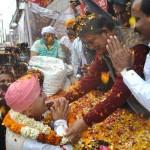 झंडा मेले में महंत देवेन्द्र दास का मुख्यमंत्री ने किया स्वागत
