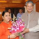 केन्द्रीय मंत्री उमा भारती का सी.एम. हरीश रावत को लम्बित प्रकरणों पर शीघ्र समाधान का आश्वासन