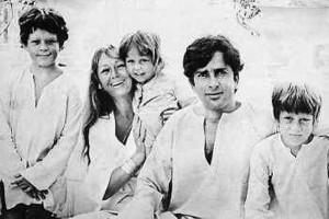 शशी कपूर अपने परिवार के साथ |