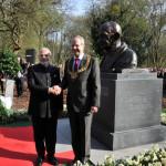 हैनोवर के लॉर्ड मेयर को प्रधानमंत्री का उपहार