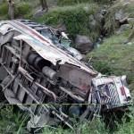 टाटा सूमो गहरी खाई में गिरी , ३ की मौत