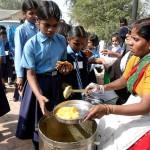 सरकारी स्कूल के भोजन की भी जाँच करे सरकार