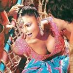 सनी लियोन की वजह से कम कपड़े पहनना पड़ रहा है : राखी सावंत