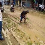 मुख्यमंत्री के विधानसभा में सड़को की दशा को लेकर अजब गजब विरोध