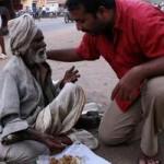 लाखों की नौकरी छोड़ नारायण कृष्णन सैकड़ों गरीब लोगों का भर रहे पेट