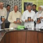 सुन्दरलाल बहुगुणा द्वारा लिखित ''रिचर्ड सेन्ट बार्ब बेकर'' पुस्तक का विमोचन हुआ