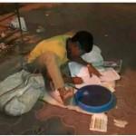 सड़क की रोशनी में पढाई कर रहा देश का भविष्य हरेंद्र सिंह चौहान