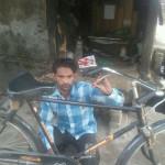 नेशनल चैम्पियन खिलाड़ी साइकिलों के पंचर जोड़कर चला रहा परिवार का गुजारा