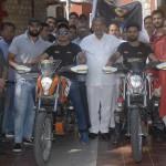बाईक राईडर्स राहुल चैहान व नमन शर्मा बाईक रैली के लिए रवाना