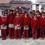 अपने सपने संस्था ने सरकारी विद्यालय में स्कूल ड्रेस की स्वेटर वितरित की