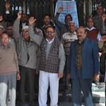 सेवानिवृत्त कर्मियों ने जल निगम मुख्यालय पर किया प्रदर्शन