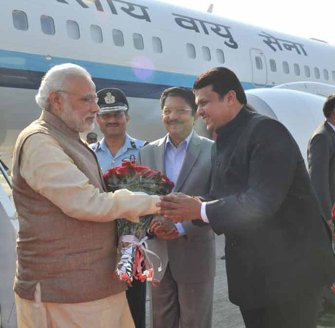 PM-Modi-received-by-CM-MAHARASHTRA