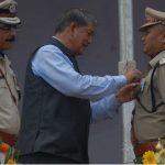 सीएम ने उत्कृष्ट सेवाओं के लिए पुलिसकर्मियों को किया सम्मानित