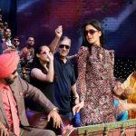 सिद्धार्थ-कैटरीना पहुंचे कपिल शर्मा के सेट पर, 'काला चश्मा' पर किया धमाल