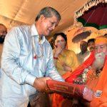 सीएम ने स्वामी स्वरूपानन्द सरस्वती की भेट