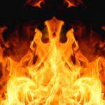 कूदी महिला जलते कूड़े के ढेर में