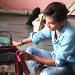 गुजरात के सरकारी स्कूलों में वितरित बैगों में छुपा चेहरा अखिलेश यादव का!