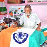 90 साल के नत्थे सिंह आजादी की रात से बना रहे तिरंगा
