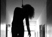 girl-hanging