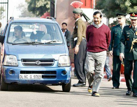 kejriwal with car