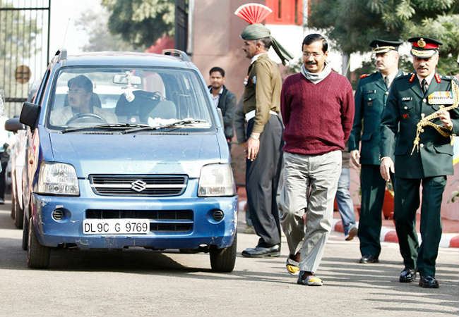 kejriwal with car