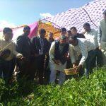 जब सीएम त्रिवेन्द्र सिंह रावत अंतिम गांव हिमनी में किसानों के बीच उनके खेतों में पहुंचे….