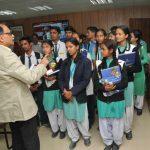 मुख्य सचिव उत्पल कुमार सिंह ने 20 मेधावी छात्रों से किया संवाद