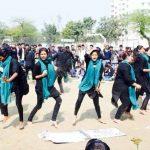 गरीब महिलाओं को छात्रों ने दिया 'अधिकार'