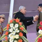 राज्यपाल डाॅ. कृष्ण कांत पाल ने अधिकारियों और कर्मचारियों को किया पुरस्कृत