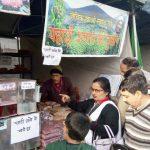 हैण्डलूम प्रदर्शनी में पहाड़ी अनाज व दालों की करे खरीदारी
