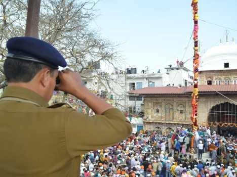 jhande-ji-fair-in-dehradun