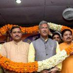 धर्मान्तरण विरोधी कानून बनाये जाने के लिये मुख्यमंत्री त्रिवेन्द्र सिंह रावत को सम्मानित कर जताया आभार