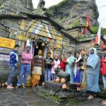 12 क्विंटल फूलों से सजाया गया है बाबा का मंदिर