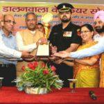 मुख्यमंत्री त्रिवेंद्र ने मेजर रोहित शुक्ला का किया सम्मान