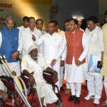 सीएम त्रिवेंद्र एवं केंद्रीय मंत्री ने 450 वृद्ध दिव्यांगों को जीवन सहायक उपकरण किये वितरित