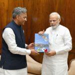 मुख्यमंत्री त्रिवेन्द्र सिंह रावत ने प्रधानमंत्री नरेंद्र मोदी से की भेंट, जानिये खबर