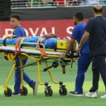 हार्दिक पंड्या चोटिल, स्ट्रेचर पर मैदान से बाहर ले जाए गए