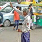 30 साल से बिना वेतन के संभालते हैं गंगाराम जी ट्रैफिक, जानिए खबर