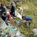 जिलाधिकरी मंगेश घिल्डियाल चन्द्रशिला से तुंगनाथ धाम तक की साफ सफाई