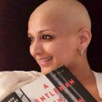 कैंसर से जूझते हुए सोनाली बेंद्रे पढ़ रही है ये किताब