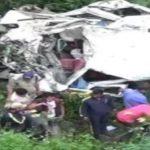टैंपो ट्रेवल गहरी खाई में गिरा, 13 लोगों की मौत, दो घायल