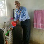 एक सरकारी टीचर 30 साल से रोज साफ करते हैं स्कूल का टॉइलट