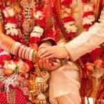 शादी से पहले वोट डालने पहुंचे युवक और युवती