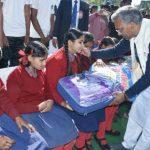 मुख्यमंत्री त्रिवेन्द्र सिंह रावत दिव्यांग बच्चों के साथ मनाया अपना जन्मदिवस