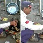 सड़क किनारे भूख से तड़प रही दिव्यांग बुजुर्ग को कॉन्स्टेबल ने खिलाया खाना, जानिए खबर