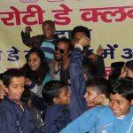 गरीब बच्चों को भोजन कराकर रोटी क्लब ने मनाया रोटी महोत्सव