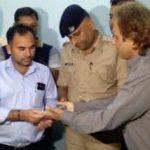 सेल्समैन ने लौटाया दस लाख रुपयों से भरा बैग, जानिए  ख़बर