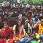 108 कर्मचारियों ने मजदूर संघ के बैनर तले मांगों को लेकर दिया धरना