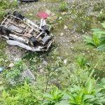 उफनती गोरी नदी में गिरी कार, तीन लोगों की मौत